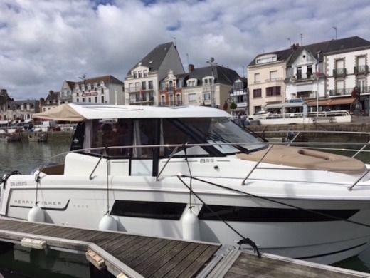 Jeanneau Merry Fisher 855 in La Baule-Escoublac for hire