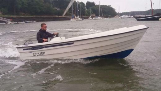 Motorboat Crescent Monarch 450 Winner for hire