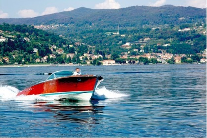 Rental Motorboat RIVA Acquarama Angera
