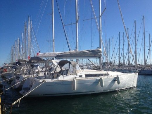 BENETEAU Oceanis 37 in Toulon for hire