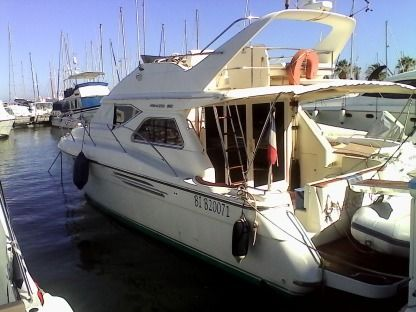 Rental Motorboat Princess 360 Hyères
