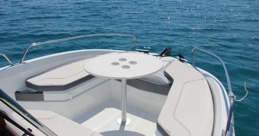 Beneteau Flyer 6.6 Spacedeck in Begur for rental