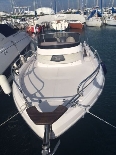 Motorboat RANIERI Shadow for hire