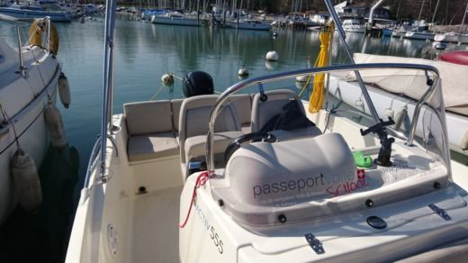 Charter motorboat in Versoix peer-to-peer