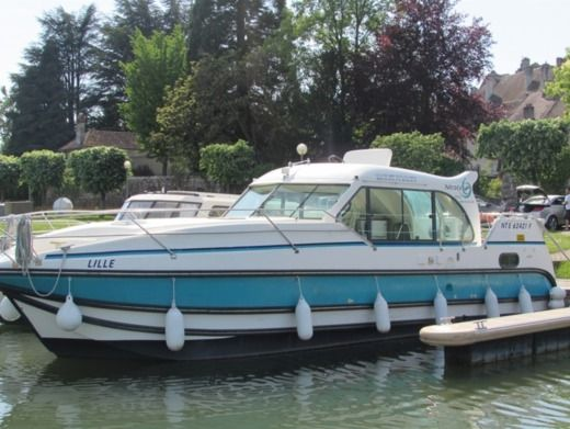 NICOLS 1100 CONFORT in Montreux-Château for hire