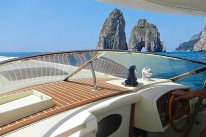 Hire Motorboat COLOMBO RACING 29 Capri