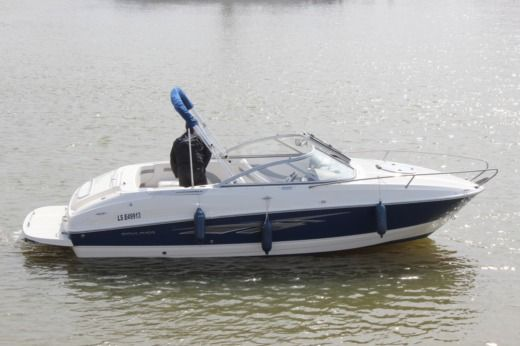 Motorboat BAYLINER 702 peer-to-peer