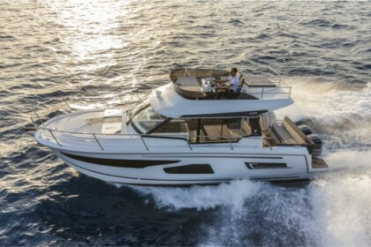Hire Motorboat Jeanneau  Merry Fisher 1095 FLY Trogir