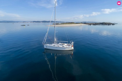 Hire Sailboat Bavaria Bavaria 32 Cruiser O Grove