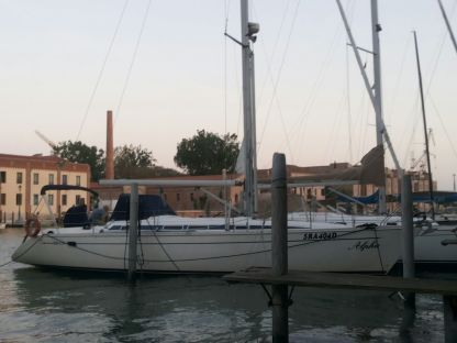 Rental Sailboat Elan 431 Venice