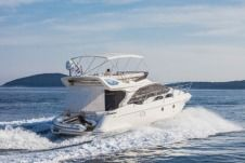 Motorboat Azimut 43 Fly for hire