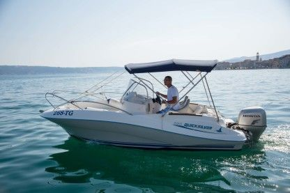 Verhuur Motorboot Quicksilver 555 Commander Trogir