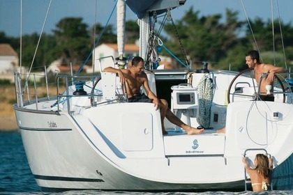 Hire Sailboat BENETEAU CYCLADES 43.3 Sliema