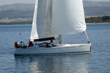Hire Sailboat GRAND SOLEIL 37 R Šibenik