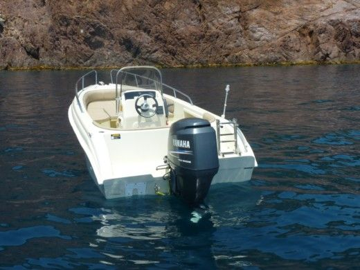 Motorboat Karel 530 peer-to-peer