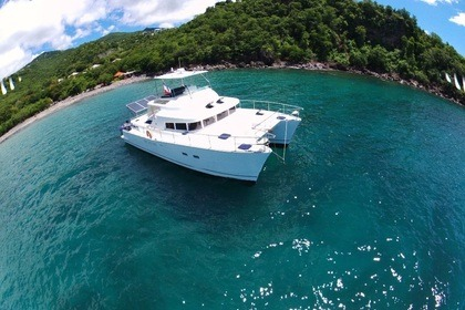 Charter Catamaran Lagoon43 Power 44 Gourbeyre
