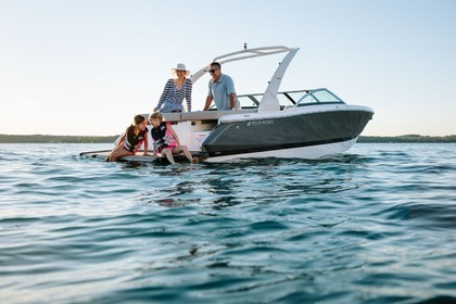 Hire Motorboat Four  winns 230 South Lake Tahoe