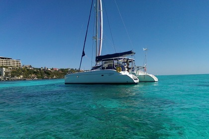 Charter Catamaran Fountaine Pajot Lavezzi 40 Cancún