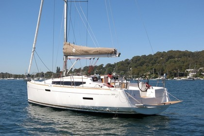 Rental Sailboat JEANNEAU SUN ODYSSEY 389 Saint-Cast-le-Guildo