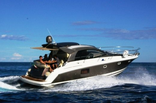 Motorboat Jeanneau Prestige 42 for rental