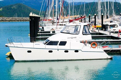 Hire Catamaran BOSTON WHALER Conquest 44 Airlie Beach