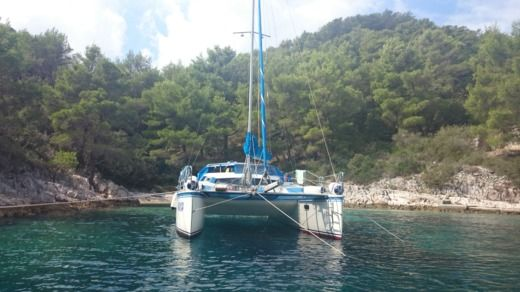 Charter catamaran in Povlja peer-to-peer