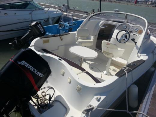Motorboat Quicksilver 540 Cruser Avec Moteur Mercury 115Ch. for hire