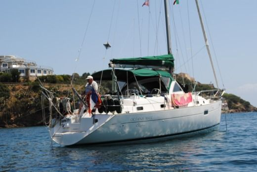 Sailboat BENETEAU OCEANIS 36CC peer-to-peer