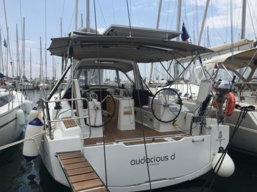 Beneteau Oceanis 38 in Alimos peer-to-peer