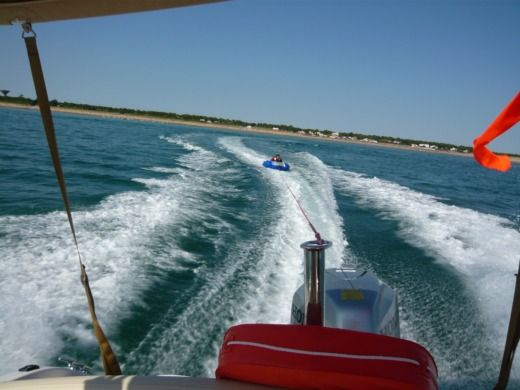 Motorboat JEANNEAU 715 WA for hire