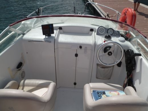 Motorboat Beneteau Flyer 550 Cabin for hire