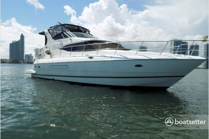 Rental Motorboat CRUISERS 48' Miami
