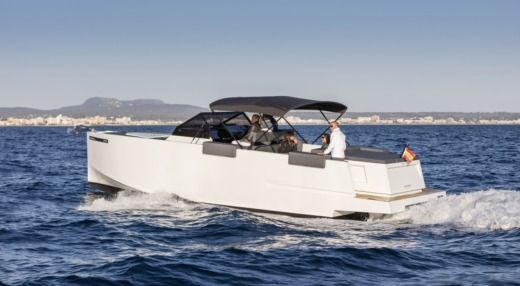 Charter motorboat in Ibiza