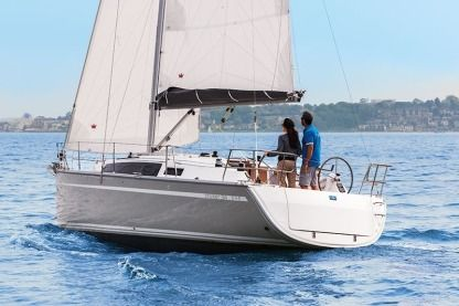 Rental Sailboat Bavaria Cruiser 34 Lavagna