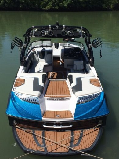 Charter motorboat in Lagny-sur-Marne peer-to-peer