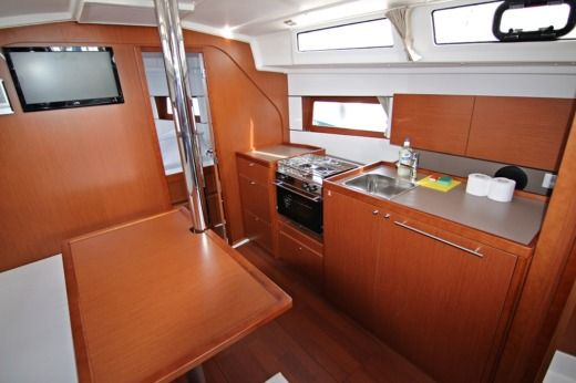 Beneteau Oceanis 38 in Sukošan for hire