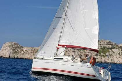 Hire Sailboat JEANNEAU SUN FAST 26 Marseille