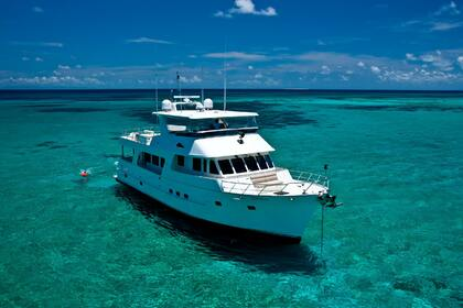 Hire Motor yacht Outer Reef 70 Cairns
