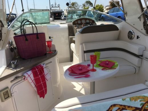 Motorboat RINKER 260 EXPRESS CRUISER for hire