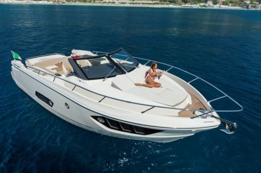 Charter motorboat in Bormes-les-Mimosas peer-to-peer