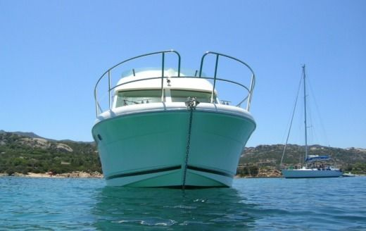 Charter Motorboat Jeanneau Prestige 32 Fly Cannigione
