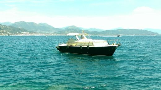 Chris Craft Commander 31 in Cetara zwischen Privatpersonen