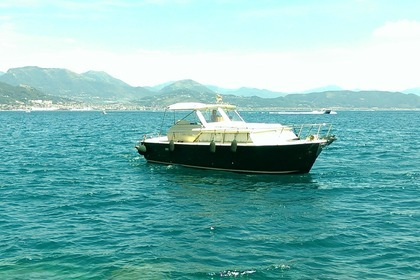 Rental Motorboat CHRIS CRAFT COMMANDER 31 Salerno