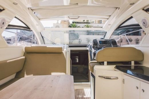 Motorboat Azimut Atlatis 34 for rental
