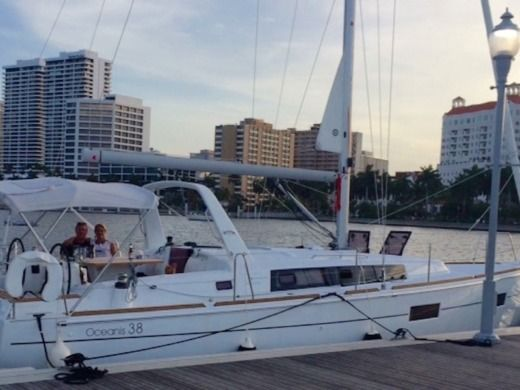 Charter sailboat in Miami