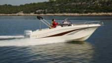 Motorboat Atlantic Marine Sun Cruiser 655 for hire