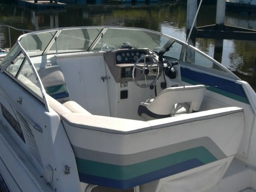 Motorboat Rinker Rinker Fiesta Vee 260 for hire