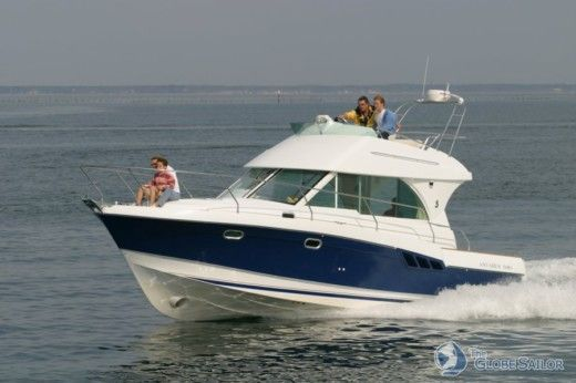 Motorboat Beneteau Antares 9.80 for hire