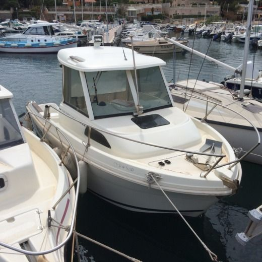 Charter motorboat in Carqueiranne peer-to-peer