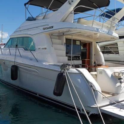 Rental Motorboat Sea Ray 52 Voyager Latsi